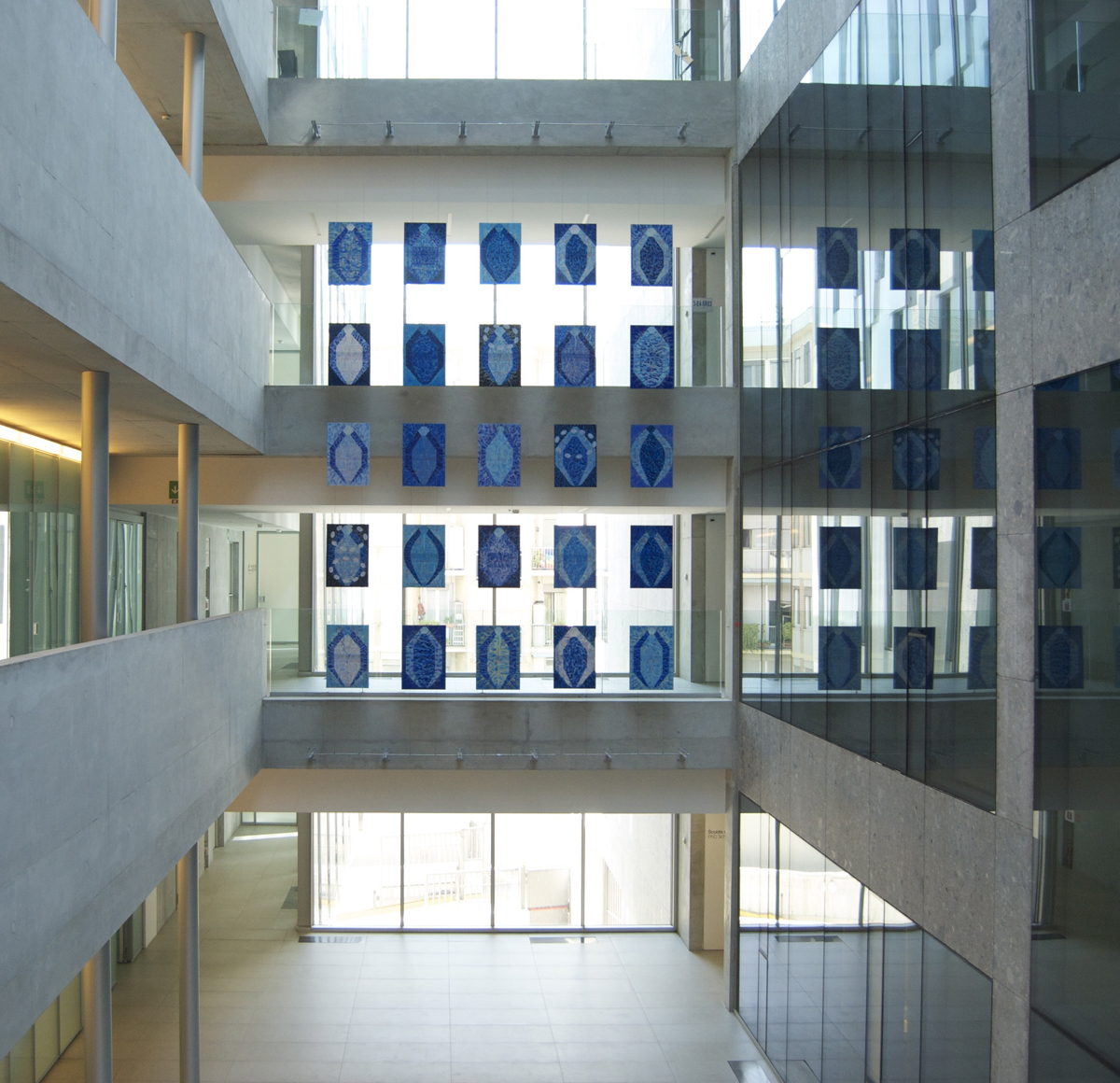 Venticinque minerali blu, 2005, installation view at Università Bocconi, Milano