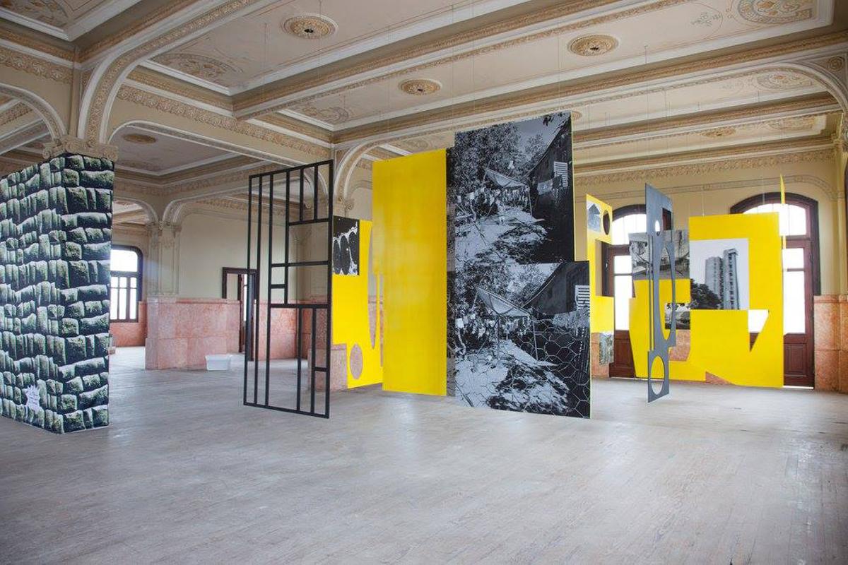 Geopolíticas Transversales, 2016, exhibition view at Foto Monumental, Callao, Perù