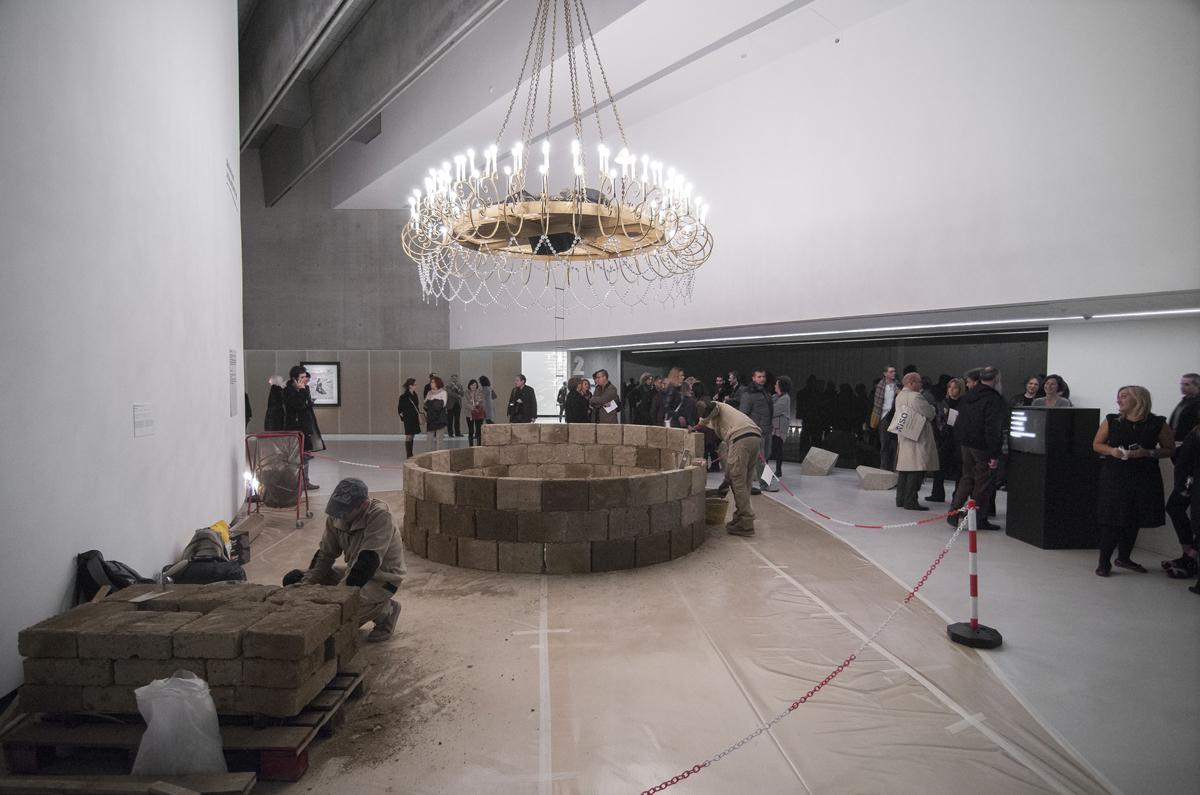 La fine di un lavoro mai fatto, Non basta ricordare, 2014, performance at Maxxi Museum, Roma