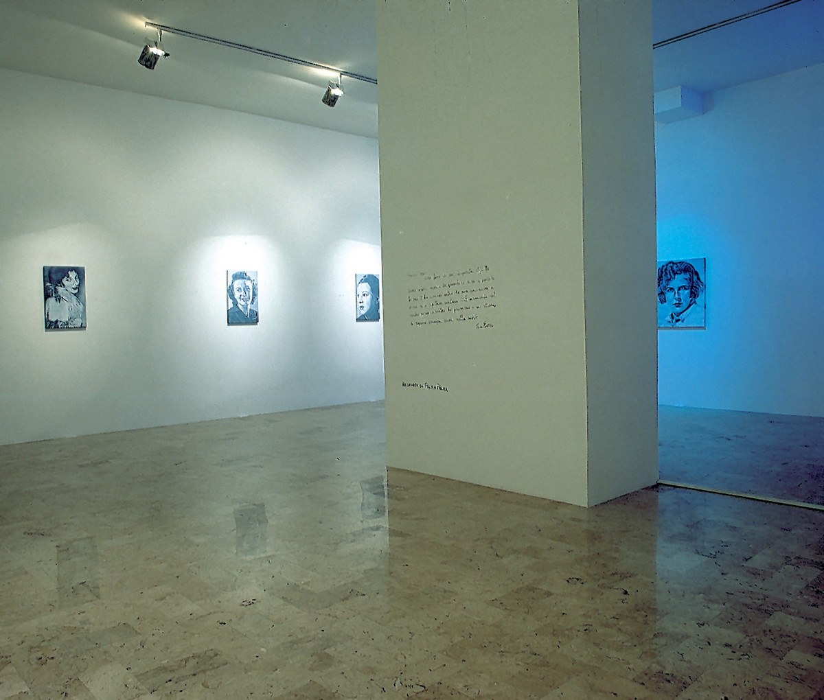 Femmes absolues, 2003, exhibition view
